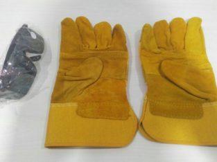 Строительные перчатки и очки